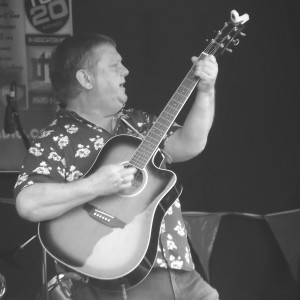 Billy Kelly performing in Bootle, July 2016.